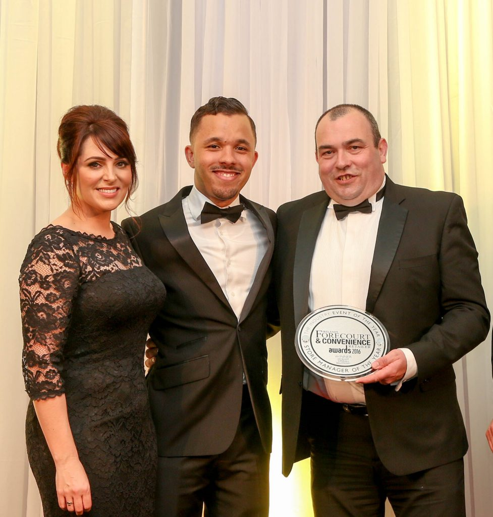 Host Grainne Seoige with Colm O'Neill, Solv-x, and Store Manager of the Year winner Ian Elliot