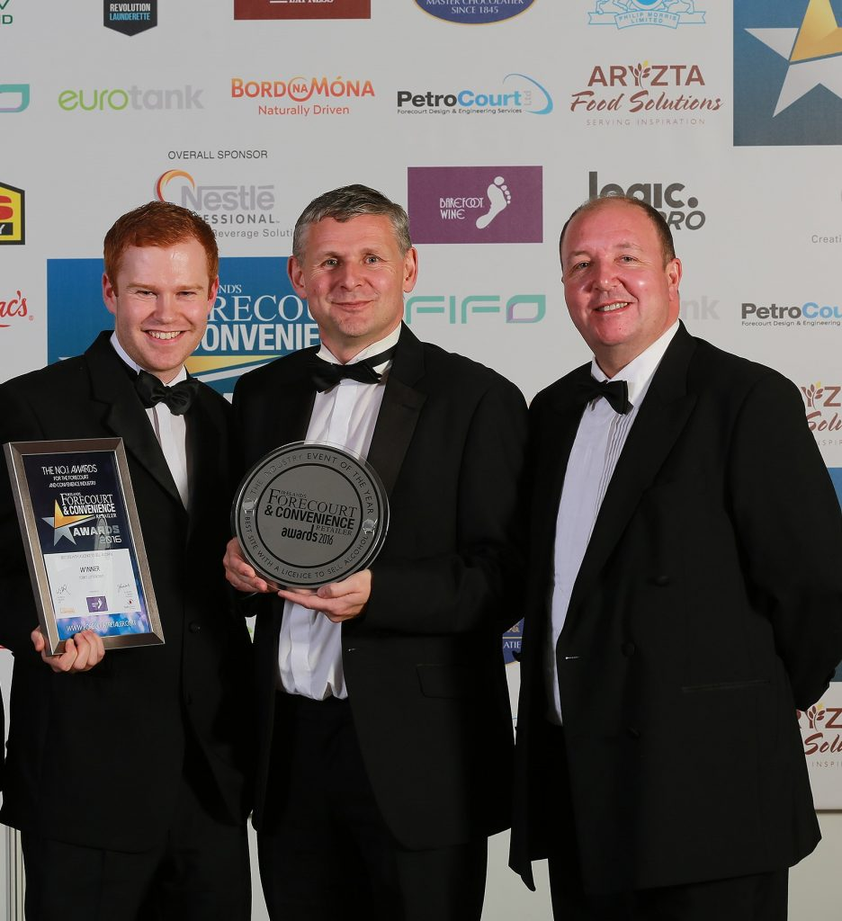 Eddie Tobin and Liam Martin from Tobin's Letterkenny accept their award for Best Site with a Licence to Sell Alcohol, with Philip Lynch, country manager Ireland for category sponsor Barefoot Wines