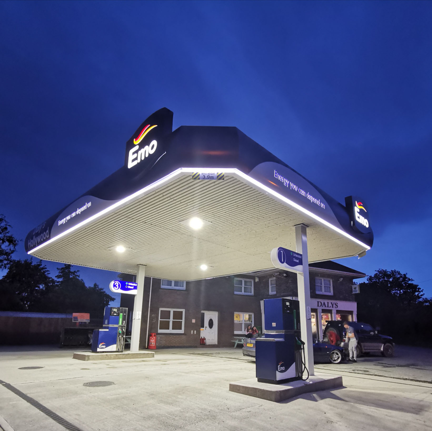 Hollywood Lights – New Emo branding lights up Daly's Hollywood forecourt and store